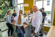 FOTO'S / TV chef Herman den Blijker eruit, de gasten erin bij Hotel Anne-Klare