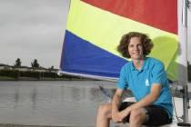 """Syb van den Beuken: """"Het is prachtig om met de wind door je haren je eigen bootje te besturen"""""""