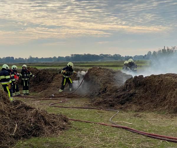 Brand in bult riet zorgt voor veel rookontwikkeling