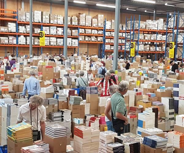 Steven Sterk zet de deuren open: 3 miljoen boeken te koop!