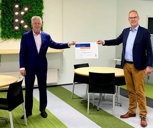 Knooppunt Heerenveen ontvangt cheque van Rabobank