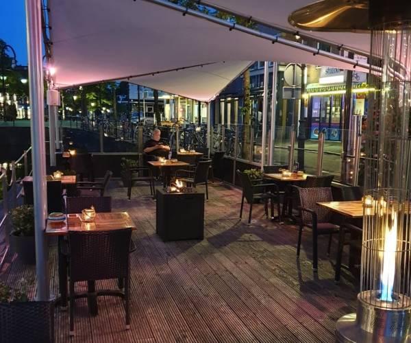 Terras en terrasboot Café De Oase vanaf aanstaande vrijdag geopend