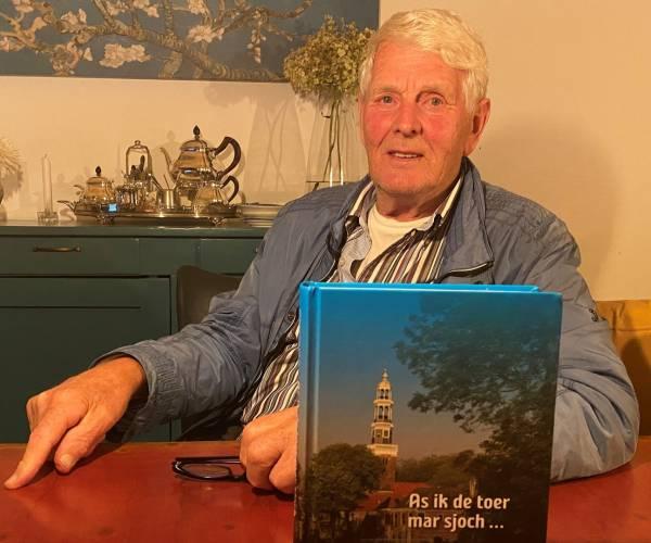 Twee 'Boarnsters' bundelen levensverhalen van 75 dorpsgenoten in dik boek