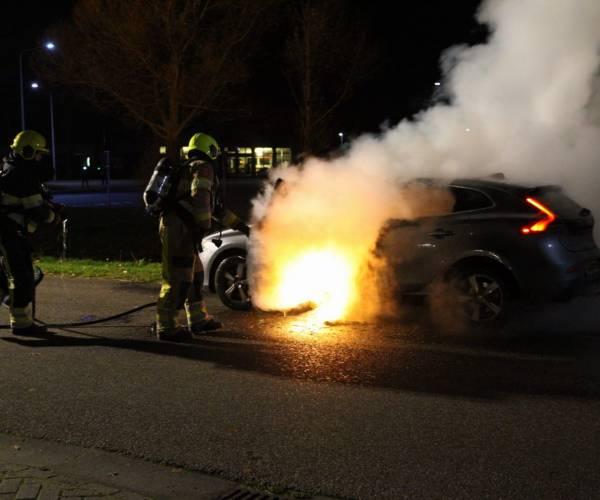 Auto in brand aan de Klok in Gorredijk