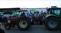 Korte blokkade landbouwvoertuigen distributiecentrum Poiesz Sneek