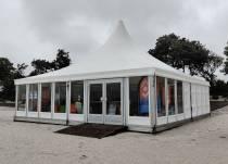 Strandbibliotheek Makkum beleeft eerste seizoensdag 'in herfstachtige sfeer'