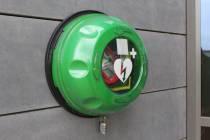 Alle treinstations krijgen AED om landelijk netwerk dekkend te maken