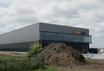 Supermarktketen Jumbo opent hub in Heerenveen voor bezorging online boodschappen