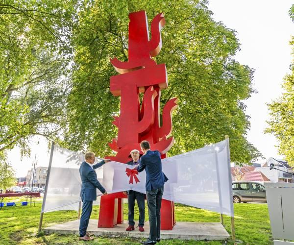 FOTO'S / Beeld Kaskade onthuld in Joure, start expositie Rondom 'Kaskade'