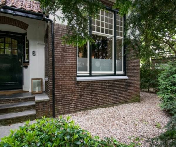 Expositie duo Jitske Bakker en Cathelijn van Goor in Galerie Getekend