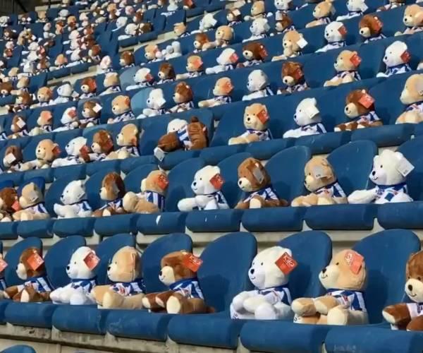 15.000 KiKa-beren op tribunes tijdens sc Heerenveen - FC Emmen