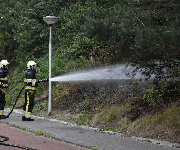 Brandweer is bermbrand in Oranjewoud snel meester