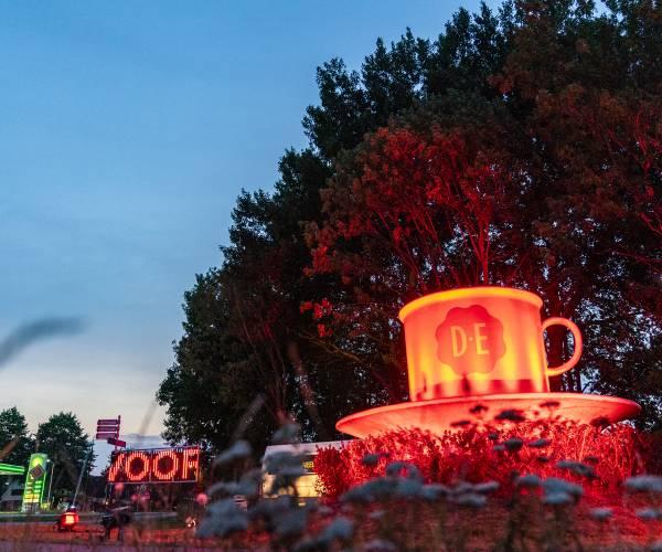 Evenementensector licht gebouwen rood uit: 'Red Alert'