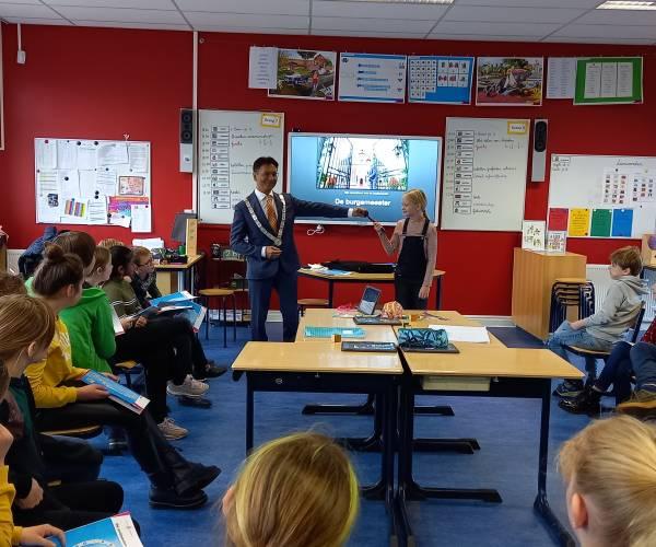 Bijzondere spreekbeurt op Sevenaerschool in Nieuwehorne
