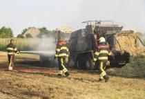 FOTO'S / Landbouwvoertuig in brand bij Bantega