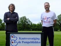 """René Leenstra en Jan Bruinsma kaatsen samen al bijna honderd jaar """"Het is gezellig en het houdt je jong"""""""