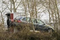 Caravan belandt op zijkant op A6