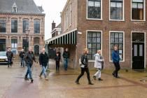 FOTO'S / Steunwandeling voor Pieter Omtzigt in Lemmer: ,,als we die niet behouden zijn we reddeloos verloren''
